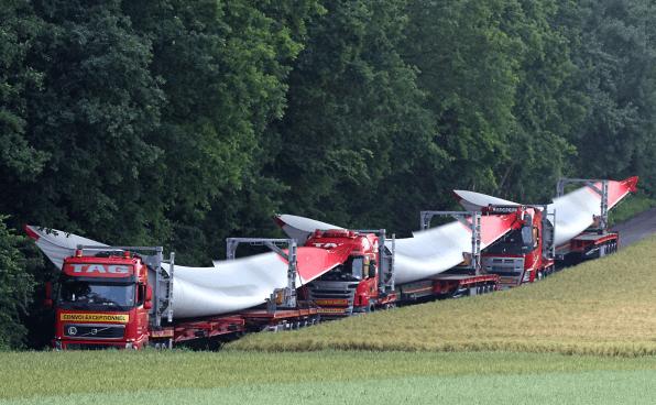 Schattendasein von Schiff und Bahn - Schwerlasttransport-Boom auf deutschen Straßen