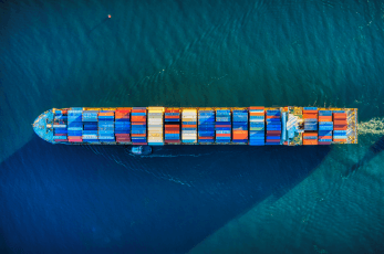 Chinesische Reederei kauft wesentlichen Anteil am Hamburger Hafen